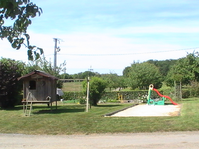 Aire camping-car à Athis-de-l'Orne (61430) - Photo 1